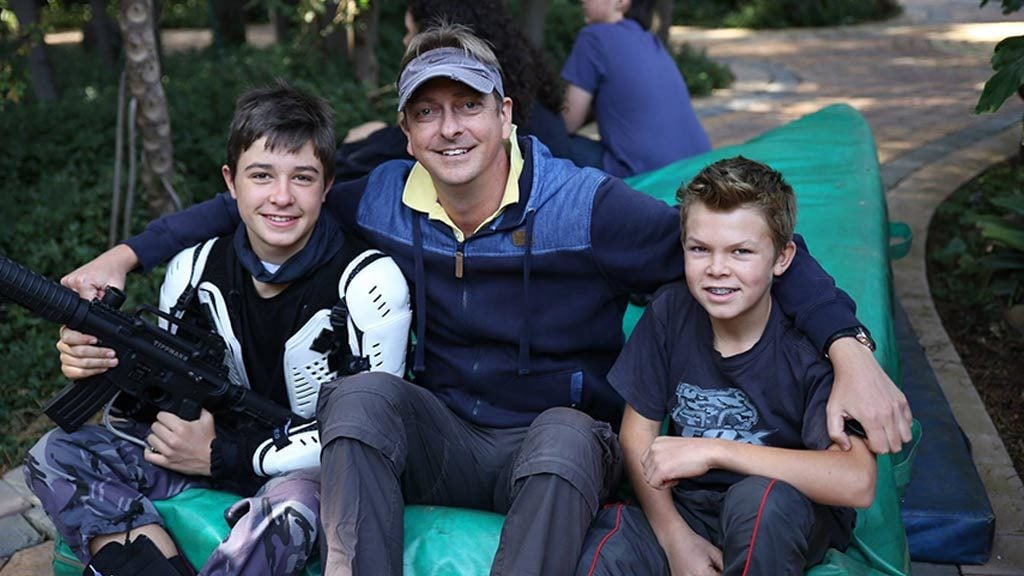 Johan Pretorius and two child actors.